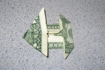 https://cf.ltkcdn.net/origami/images/slide/62761-600x400-Step-7-Completed.JPG