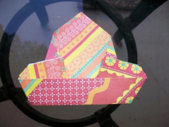 https://cf.ltkcdn.net/origami/images/slide/63047-800x600-OrigamiBox_LoveToKnow14.jpg