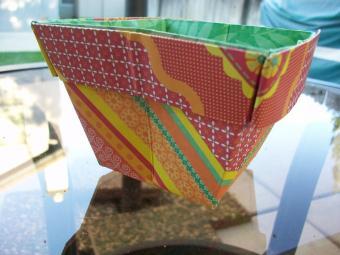 https://cf.ltkcdn.net/origami/images/slide/63055-800x600-OrigamiBox_LoveToKnow22.jpg