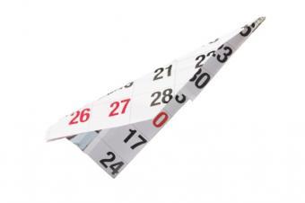 https://cf.ltkcdn.net/origami/images/slide/63171-637x424-CalendarPaperAirplane.jpg