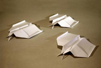 https://cf.ltkcdn.net/origami/images/slide/63172-633x427-ThreeAirplanes.jpg