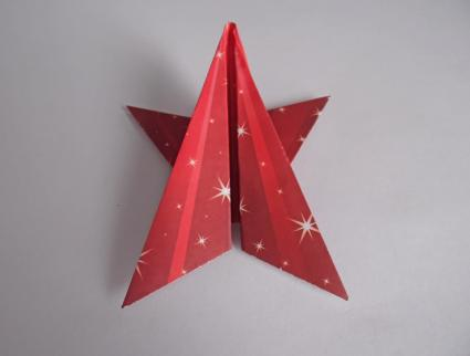 Folding 5 Pointed Origami Star Christmas Ornaments | 322x425