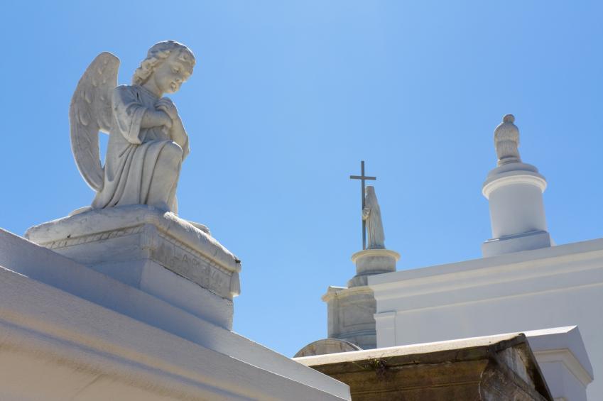 https://cf.ltkcdn.net/paranormal/images/slide/10925-849x565-St.-Louis-cemetery-No.-1.jpg