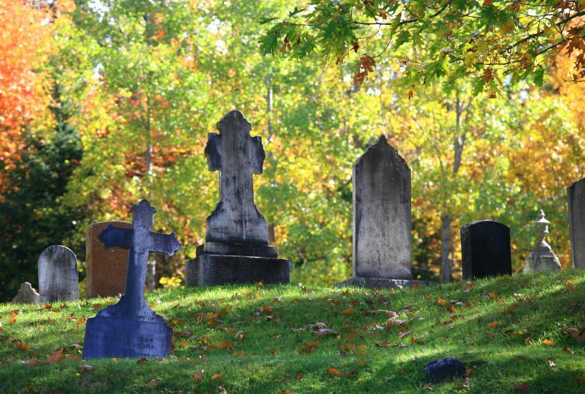 https://cf.ltkcdn.net/paranormal/images/slide/10929-844x569-Lonely-tombstones.jpg