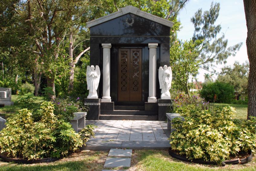 https://cf.ltkcdn.net/paranormal/images/slide/10930-847x567-Mausoleum-2.jpg