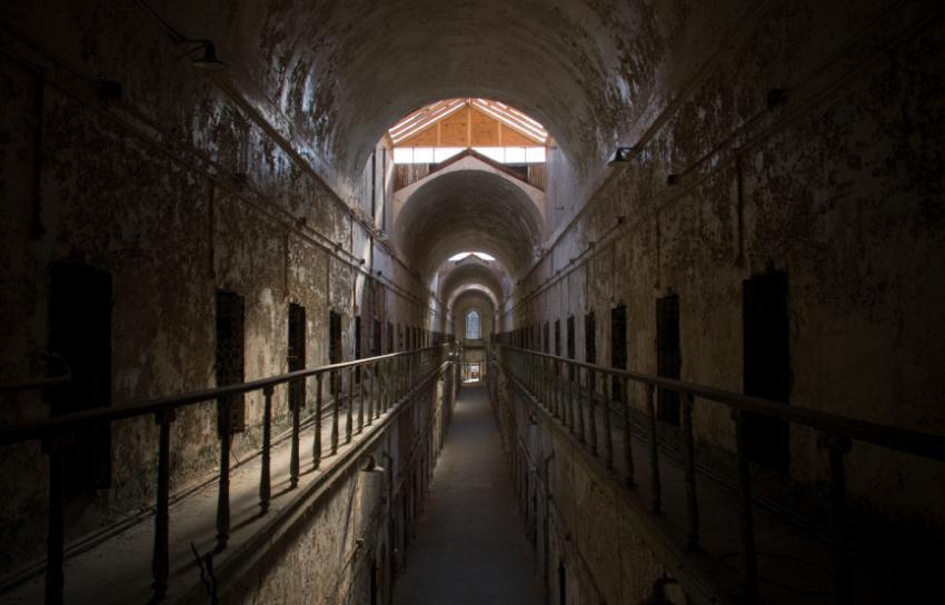 https://cf.ltkcdn.net/paranormal/images/slide/11055-850x544-Eastern-State-Penitentiary.jpg