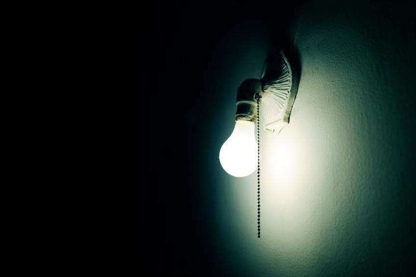 https://cf.ltkcdn.net/paranormal/images/slide/11074-849x565-Light_bulb.jpg