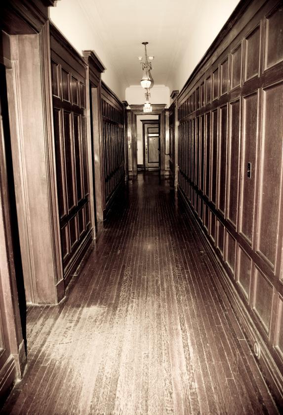 https://cf.ltkcdn.net/paranormal/images/slide/11075-573x838-Cold_spot_in_hallway.jpg
