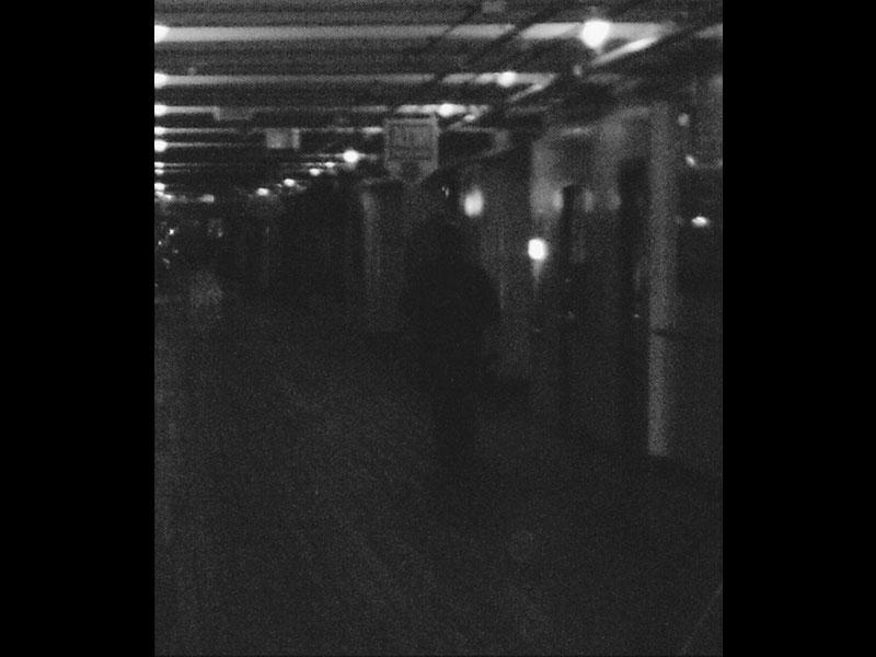 https://cf.ltkcdn.net/paranormal/images/slide/197616-800x600-Queen-Mary-Ghost-on-Promenade.jpg