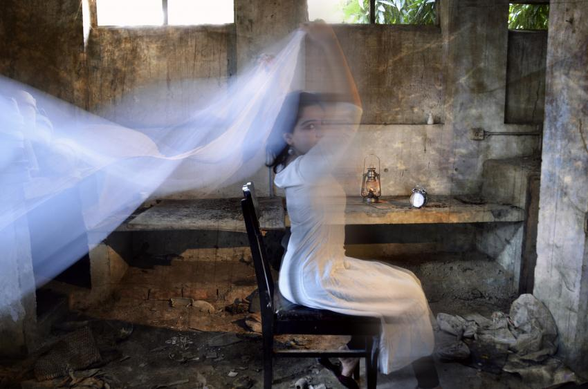 https://cf.ltkcdn.net/paranormal/images/slide/245322-850x563-ghost-girl-with-scarf.jpg