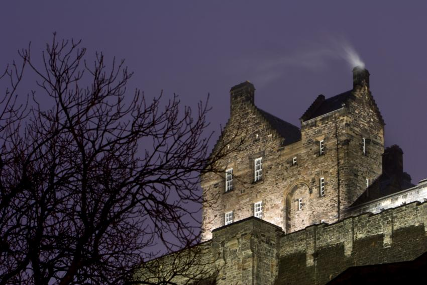 https://cf.ltkcdn.net/paranormal/images/slide/245332-850x567-eidenburgh-castle.jpg