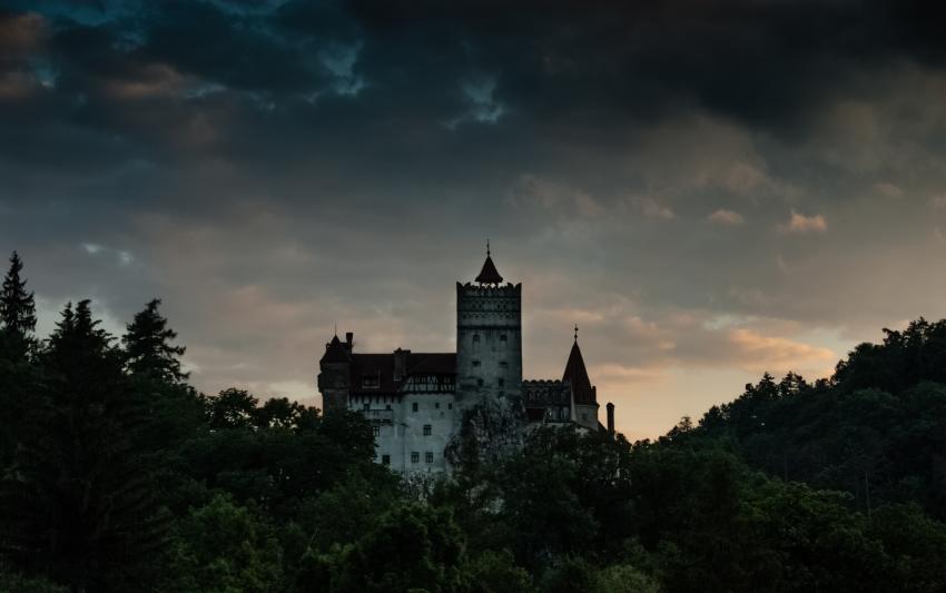 https://cf.ltkcdn.net/paranormal/images/slide/245334-850x533-bran-castle.jpg