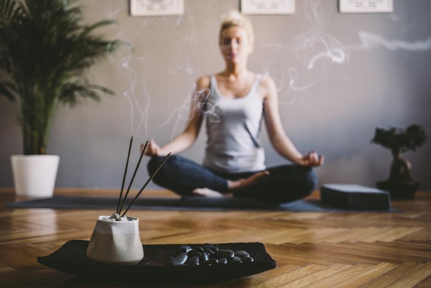 https://cf.ltkcdn.net/paranormal/images/slide/245338-850x567-meditate-with-incense.jpg