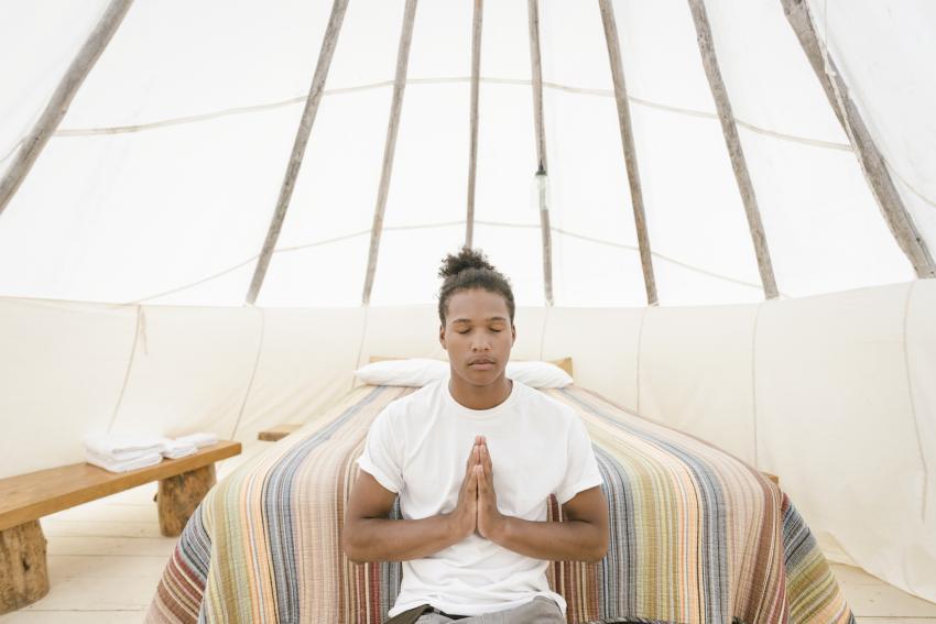 https://cf.ltkcdn.net/paranormal/images/slide/245339-850x567-man-meditating.jpg