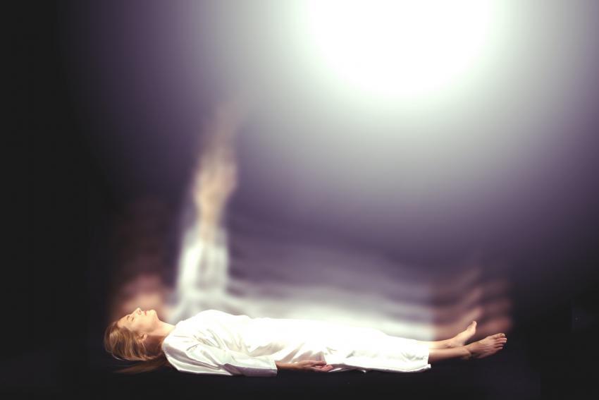 https://cf.ltkcdn.net/paranormal/images/slide/245341-850x567-woman-obe-med.jpg