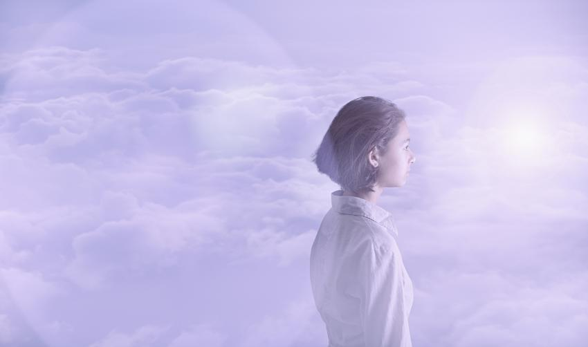 https://cf.ltkcdn.net/paranormal/images/slide/245346-850x502-woman-in-clouds.jpg