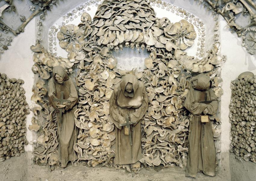 https://cf.ltkcdn.net/paranormal/images/slide/245878-850x600-skulls-capuchin-crypt-rome.jpg