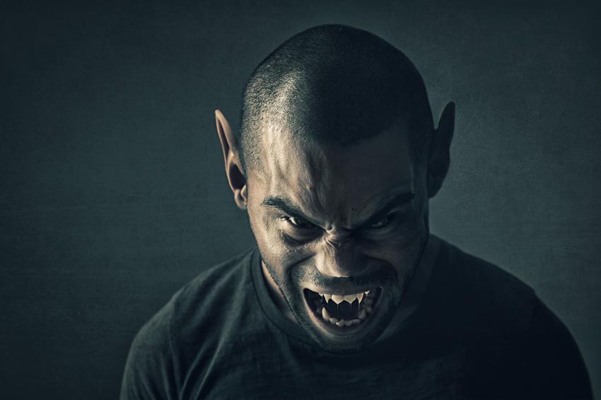 https://cf.ltkcdn.net/paranormal/images/slide/245964-850x566-vampire-man.jpg