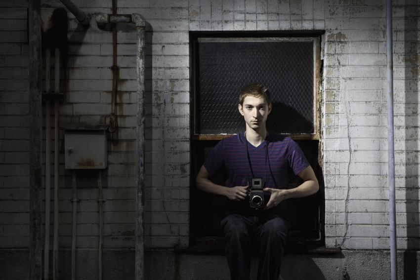 https://cf.ltkcdn.net/paranormal/images/slide/245965-850x567-photographer-in-old-building.jpg