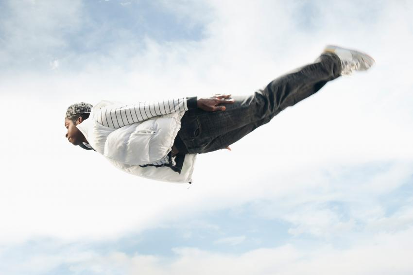 https://cf.ltkcdn.net/paranormal/images/slide/245967-850x566-flying-person.jpg