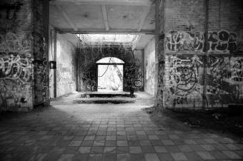 https://cf.ltkcdn.net/paranormal/images/slide/10962-849x565-Abandoned-hospital.jpg