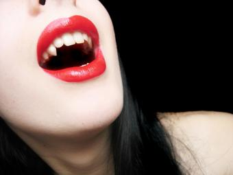 https://cf.ltkcdn.net/paranormal/images/slide/10970-800x600-Vamp-woman.jpg