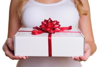 Holding gift and practicing psychometry; © Innaastakhova | Dreamstime.com