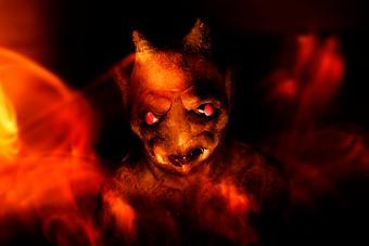 https://cf.ltkcdn.net/paranormal/images/slide/226231-704x469-Chupacabra-demon-illustration.jpg