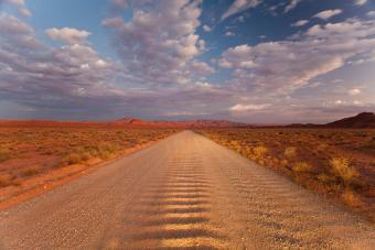 https://cf.ltkcdn.net/paranormal/images/slide/237243-850x567-lonely-road.jpg