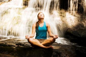 https://cf.ltkcdn.net/paranormal/images/slide/237247-850x567-woman-meditating.jpg