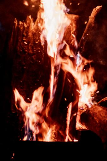 https://cf.ltkcdn.net/paranormal/images/slide/239978-565x850-fleeing-fairy-ghost-flames.jpg
