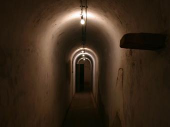 https://cf.ltkcdn.net/paranormal/images/slide/240212-850x638-spooky_tunnel.jpg