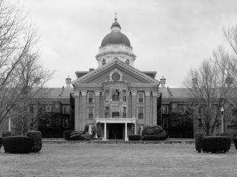 https://cf.ltkcdn.net/paranormal/images/slide/240217-850x638-Taunton_State_Hospital_Dome.jpg