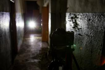 https://cf.ltkcdn.net/paranormal/images/slide/245963-850x567-camera-on-tripod.jpg
