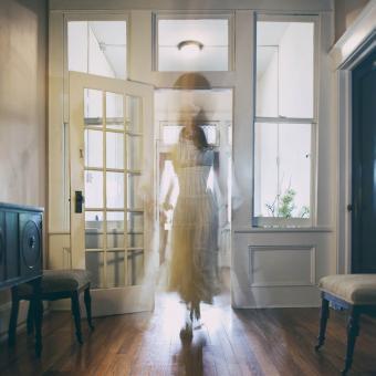 https://cf.ltkcdn.net/paranormal/images/slide/249115-850x850-2-victorian-ghost-stories.jpg