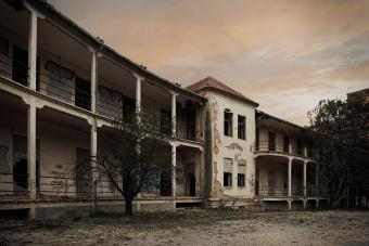 11 Notorious Haunted Insane Asylums From Across the US