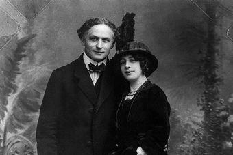 The Séances of Bess Houdini: The Famous Escape Artist's Widow