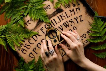 How to Ask Ouija Board Questions: 15 Keys to Follow
