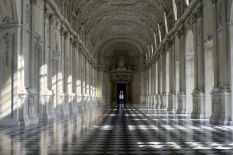 Corridor with columns and checkered floor