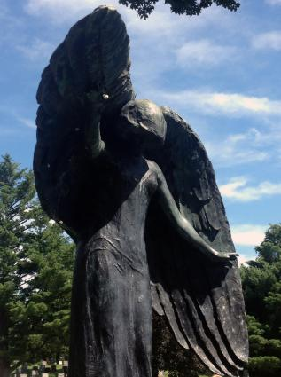 Image of black angel statue in Oakland Cemetery