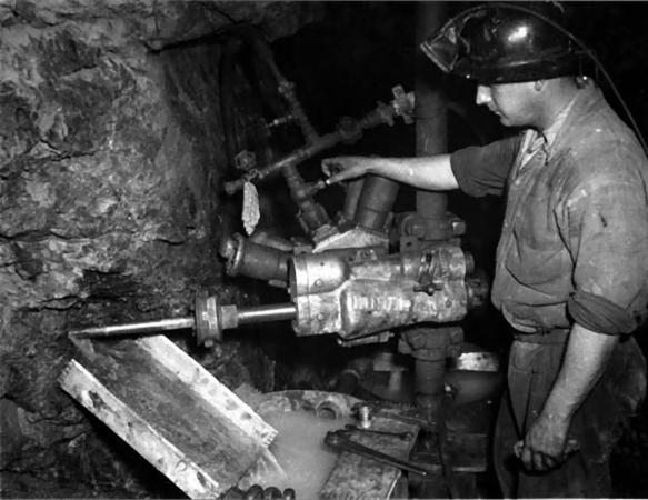 Miner working in Associated Gold Mine