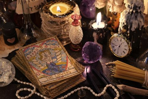 Tarot cards and crystals for focus