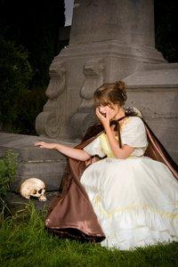 lady on steps with skull