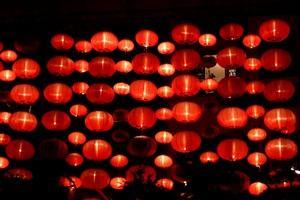 https://cf.ltkcdn.net/party/images/slide/105586-300x200-ChineseLanterns.jpg