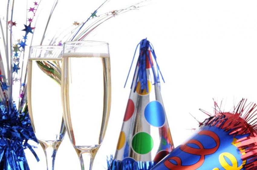 https://cf.ltkcdn.net/party/images/slide/105811-850x563-FestiveCenterpiece.jpg