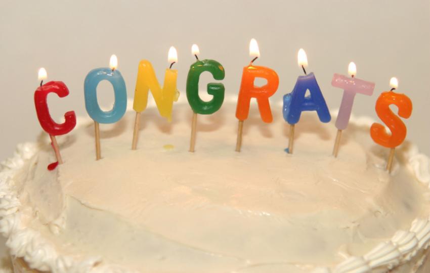https://cf.ltkcdn.net/party/images/slide/105882-850x540-Congrats_candles.jpg