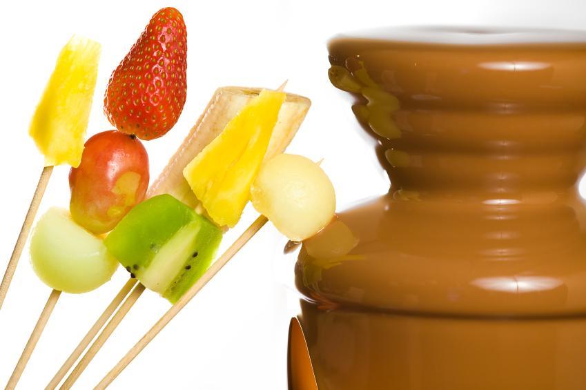 https://cf.ltkcdn.net/party/images/slide/130898-849x565r1-ChocolateFondue.jpg