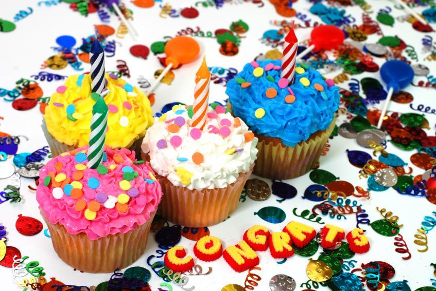 https://cf.ltkcdn.net/party/images/slide/130899-847x567r1-CelebrationCupcakes.jpg