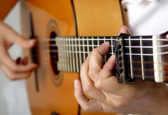 https://cf.ltkcdn.net/party/images/slide/105726-837x573-Guitar.jpg