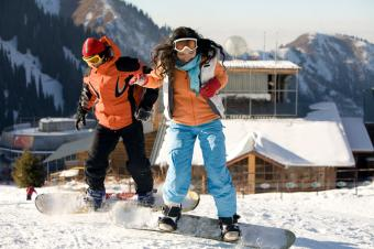 https://cf.ltkcdn.net/party/images/slide/105742-849x565-Snowboarding.jpg